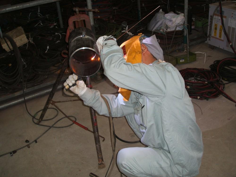 工場内で実施した配管溶接工事一式
